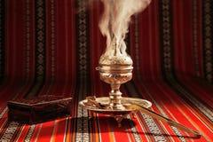 Bukhoor wird normalerweise in einem mabkhara in vielen arabischen Ländern gebrannt Lizenzfreies Stockfoto