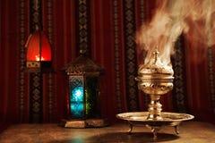 Bukhoor wird normalerweise in einem mabkhara in vielen arabischen Ländern gebrannt Lizenzfreie Stockfotos