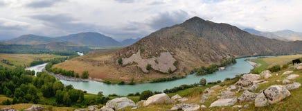 Bukhtarma flod i östliga Kasakhstan Arkivbild