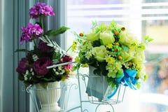 Bukietów sztuczni kwiaty obrazy stock