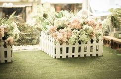 Bukietów sztuczni kwiaty z starzejącym się fotografia filtrem obraz royalty free