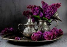 Bukiet bez w srebnym teapot Zdjęcie Royalty Free