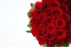 Bukiet czerwony rosesbouquet czerwone róże w białym pudełku na białym tle odizolowywającym fotografia royalty free
