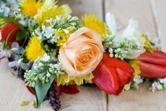 Bukiet kolorowi wiosna kwiaty zdjęcia stock