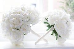 Bukiet kwiaty na parapecie Obrazy Royalty Free
