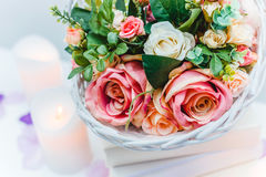 Bukiet kwiaty w koszu, Ślubna dekoracja, ręcznie robiony Zdjęcie Royalty Free