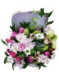 Bukiet kwiaty w walizce Przygotowania kwiaty od ro Fotografia Royalty Free