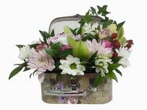 Bukiet kwiaty w walizce Przygotowania kwiaty od ro Zdjęcie Royalty Free