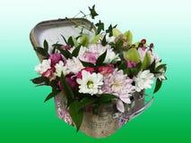 Bukiet kwiaty w walizce Przygotowania kwiaty od ro Obrazy Stock