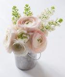 Bukiet kwiaty wewnątrz może Fotografia Stock