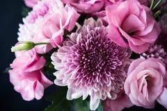 Bukiet menchie kwitnie zbliżenie, eustoma i chryzantemy, Obraz Royalty Free