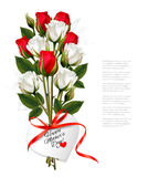 Bukiet róże z sercowatym Szczęśliwym matka dniem Zdjęcia Royalty Free