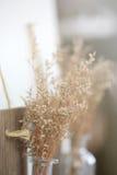 Bukiet suchy kwiat w restauraci zdjęcie stock