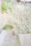 Bukiet suchy kwiat w restauraci zdjęcia royalty free