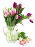 Bukiet tulipan kwitnie w wazie Zdjęcia Stock