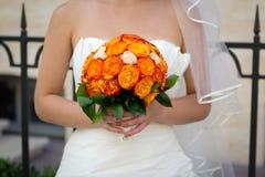 Bukiet w bridal rękach Zdjęcia Stock