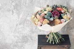 Bukiet w Foamiran papierze Prosty bukiet kwiaty i zielenie Zdjęcie Royalty Free