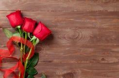 bukiet świętowania dnia kwiaty trochę czerwone róże Fotografia Royalty Free