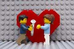 bukieta diamentowe zaręczynowe małżeństwa propozyci pierścionku róże Zdjęcia Royalty Free