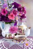 bukieta filiżanki kwiatu herbata Obrazy Stock