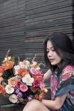 bukieta koloru kwiaty wręczają st rocznika kobiety Obraz Stock