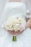 bukieta ręki panny młodej fornala ręki Zdjęcie Royalty Free