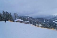 BUKOVEL,乌克兰- 2018年12月26日Bukovel滑雪场,乌克兰 全景酒吧 库存照片