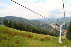 bukovel carpathians升降椅手段滑雪乌克兰冬天 免版税库存图片