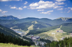 Bukovel Carpatian berg, Ukraina arkivbilder