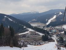 Bukovel-Skiort, Ansicht vom Aufzug stockbilder