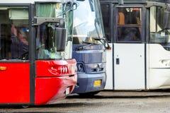 Bukovel, Ukraine - 27 novembre 2017 : Buse moderne de touriste de voyage Images libres de droits