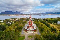 Buksnes教会在Gravdal村庄在Lofoten海岛上的 免版税图库摄影