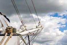 Bukszpryt i linowy coiled up żeglowanie statek Obraz Royalty Free