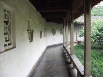buktad korridor Arkivfoton