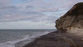 Bulbjerg ist eine Kalksteinklippe in Nord-Jütland, Dänemark, stock video
