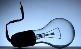 Bulbo bonde instalado no soquete de lâmpada desligado foto de stock royalty free