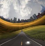 Bulbo da idéia e estrada de cidade Imagens de Stock Royalty Free