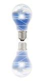 Bulbo de lámpara con los paneles solares y el cielo adentro Imágenes de archivo libres de regalías