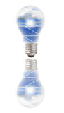 Bulbo de lâmpada com painéis solares e céu para dentro Imagens de Stock Royalty Free