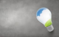 Bulbo de la luz verde Fotos de archivo libres de regalías