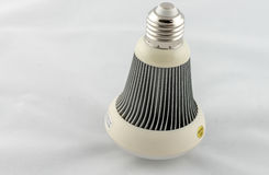 Bulbo do diodo emissor de luz isolado no fundo branco Imagem de Stock
