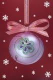 Bulbo do Natal com snoweflakes Fotografia de Stock Royalty Free