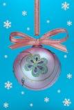 Bulbo do Natal com snoweflakes Imagens de Stock Royalty Free