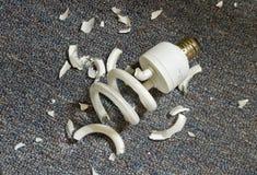 Bulbo fluorescente compacto quebrado Fotografía de archivo libre de regalías