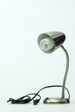 Bulbo fluorescente en lámpara de escritorio Imagen de archivo