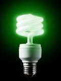 Bulbo verde Energy-efficient. fotos de stock