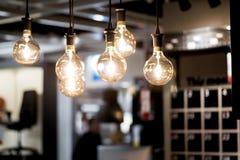Bulbos conduzidos que penduram do teto fotos de stock royalty free