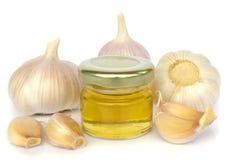 Bulbos del ajo y tarro de miel como la consumición sana Foto de archivo