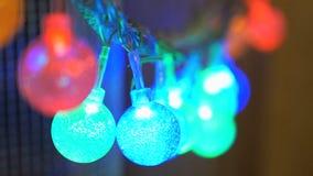 Bulbos do festão do diodo sob a forma das bolas pequenas vídeos de arquivo
