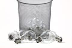 Bulbos eléctricos en cubo de basura Imagen de archivo libre de regalías